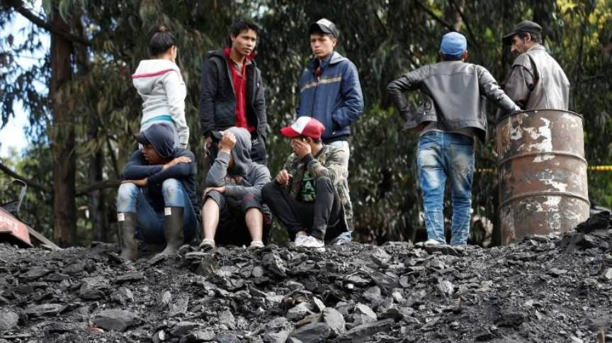 مناجم الفحم.. مأساة مستمرة. أقارب العمال بانتظار أخبار عنهم. (أرشيفي - رويترز)