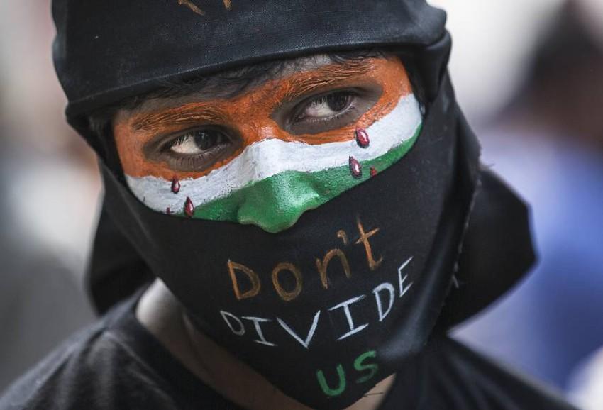 متظاهرة خلال احتجاجات مناهضة لقانون الجنسية في الهند. (رويترز)