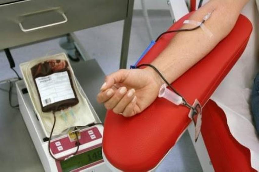 من إحدى حملات التبرع بالدم بالجزائر السابقة.(أرشيفية)