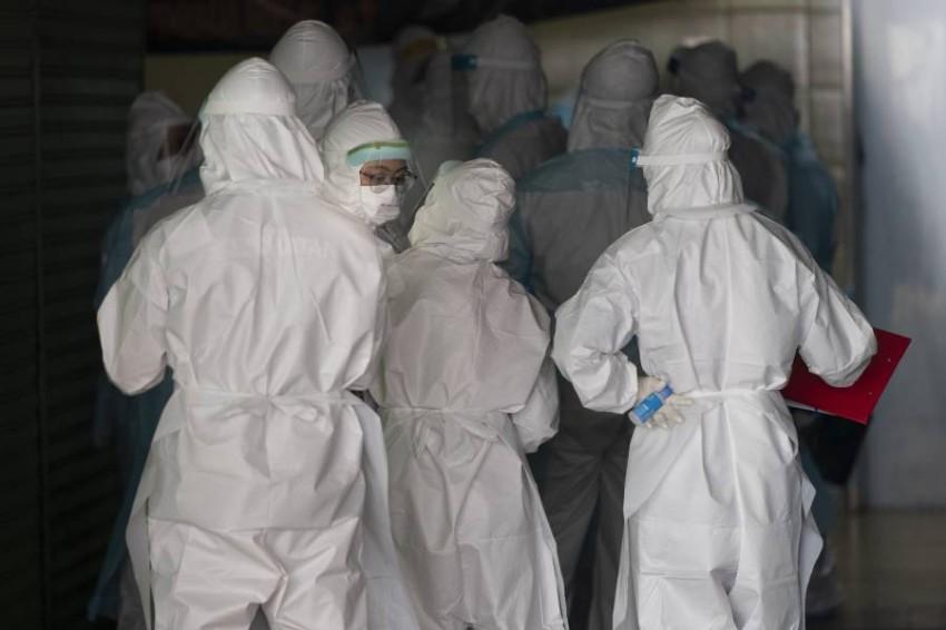 محاولات السيطرة على الفيروس متواصلة في كل أنحاء العالم. (أ ب)