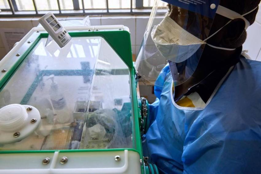 إجراء اختبارات كورونا في الخرطوم. (أ ف ب)