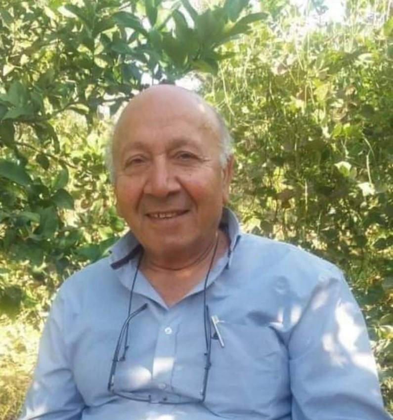 الدكتور هشام حمد خلال زيارة لغزة.