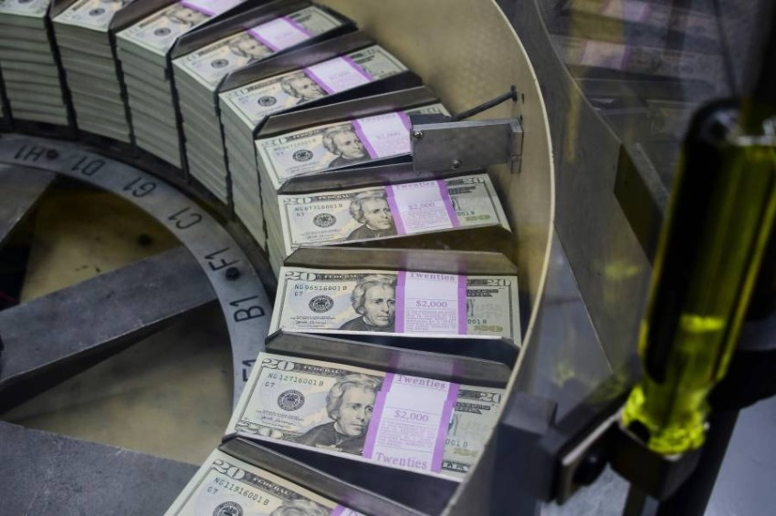 التراجع يغلب على أداء الدولار الأمريكي مع ترقب بيانات إعانات البطالة.