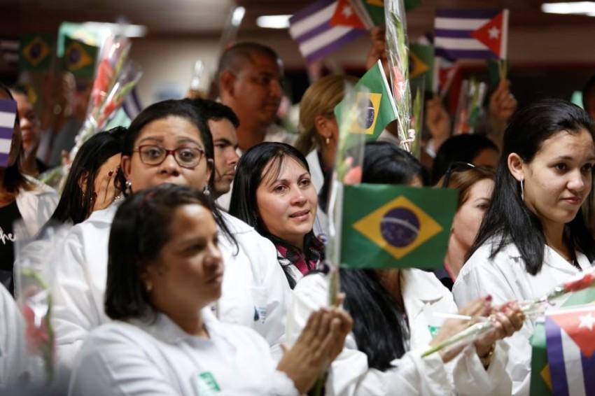 أطباء كوبا يعودونا إلى العاصمة هافانا بعد رحلة مساعدة للبرازيل - رويترز