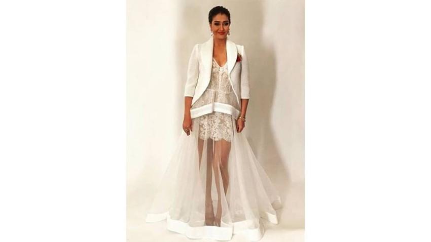 غادة عبد الرازق اختارت فستان أبيض في برنامج عرب كاستينج