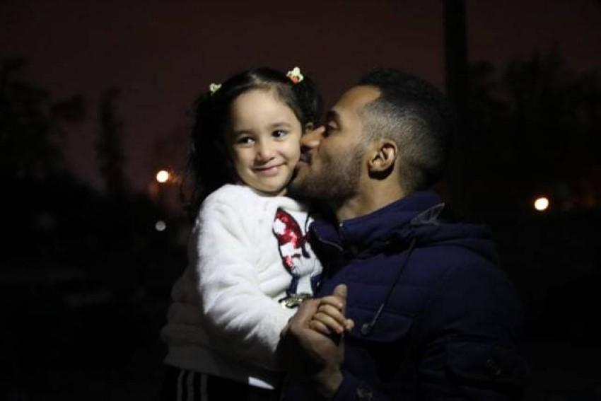 محمد رمضان وقبلة لفريدة حسام.