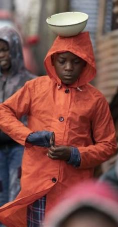 ملايين الأطفال معرضون للفقر بسبب الوباء. (إي بي أيه)