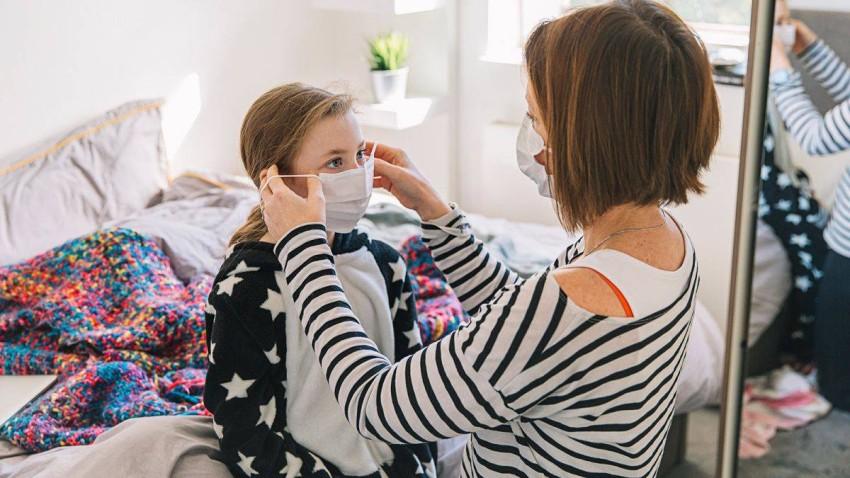 قد يقلل رداء الكمامة في المنزل في الحد من انتشار فيروس كورونا المستجد