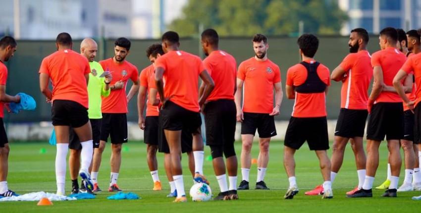 حصة تدريبية لشباب الأهلي دبي قبل تعليق النشاط.