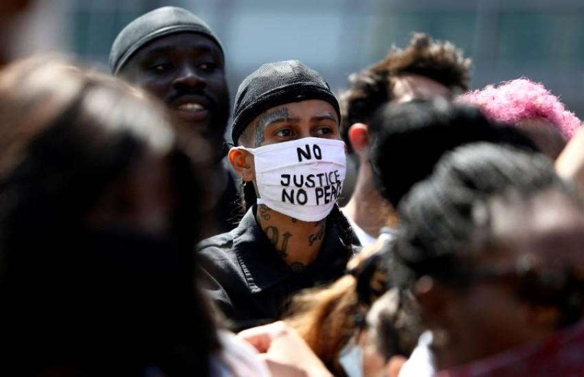 محتجون يخرجون إلى الشوارع في ألمانيا بعد مقتل جورج فلويد. (رويترز)