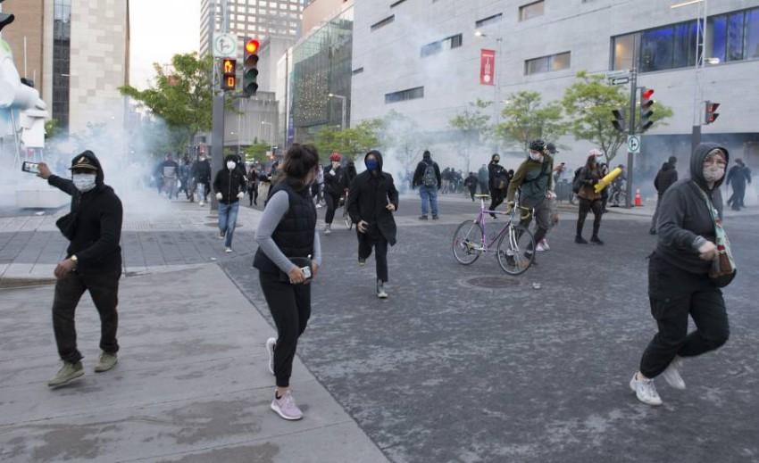 الصحفيون يواجهون تحديات في تغطية المظاهرات الأمريكية. (أ ب)