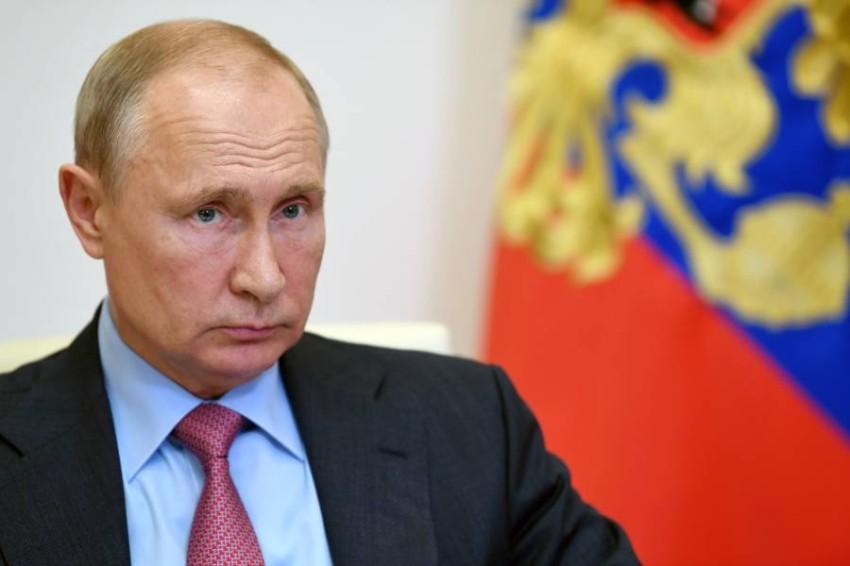 بوتين بانتظار تفاصيل «دعوة ترامب». (رويترز)