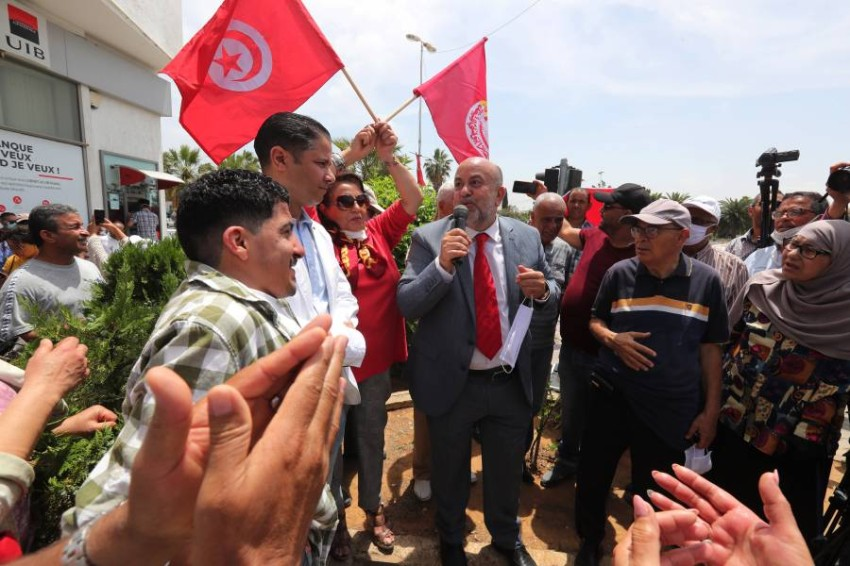 احتجاج أمام البرلمان التونسي لإصلاح النظام الانتخابي. (أي بي أيه)