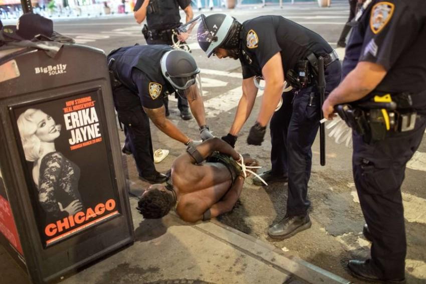 مفوضة الأمم المتحدة السامية لحقوق الإنسان: ندين عمليات قتل الأمريكيين الأفارقة العزل على أيدي ضباط الشرطة. أ ف ب