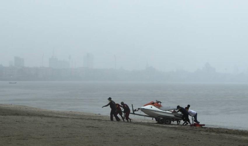 مومباي تستعد لإعصار نيسارجا وسط وباء كورونا. (أ ب)