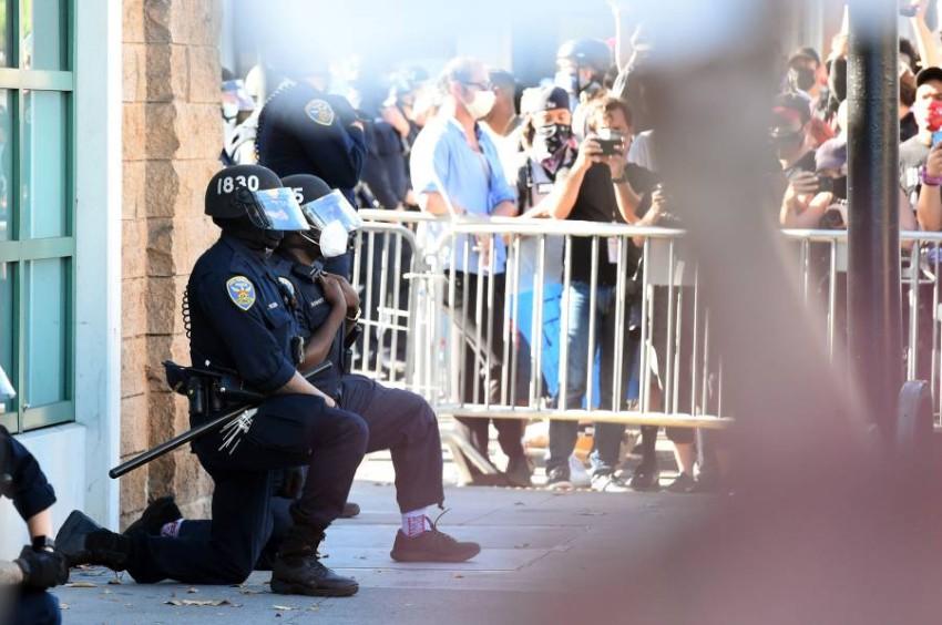 جانب من الاحتجاجات على مقتل فلويد. (أ ف ب)