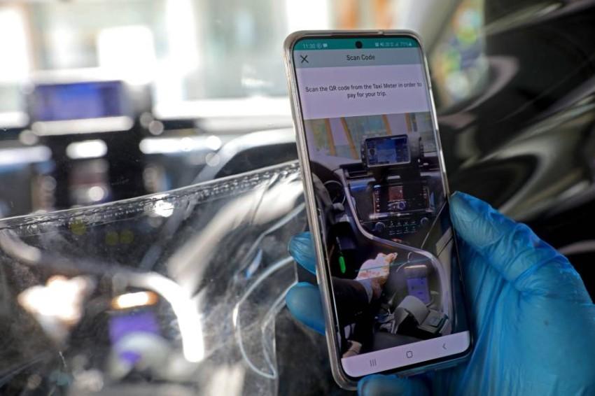 تفعيل تطبيق الدفع عن بُعد في سيارات الأجرة بأبوظبي. (تصوير: محمد بدر الدين)