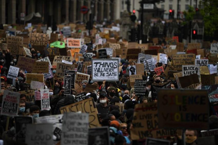 جانب من مظاهرات لندن. (أ ف ب)
