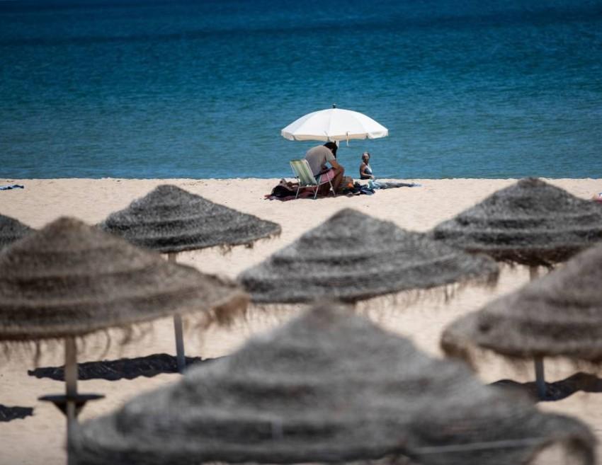 شاطئ برايا دي لوز في لاغوس البرتغال. (أ ف ب)