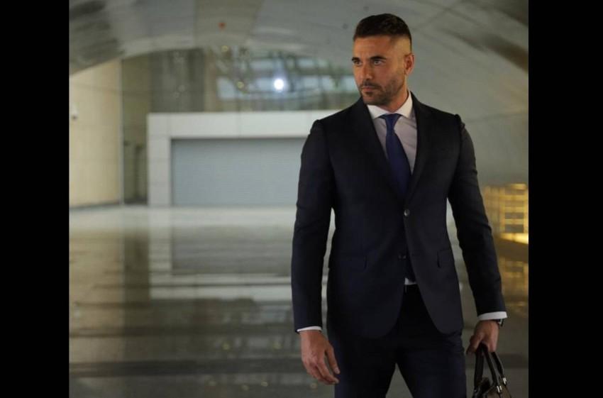 أحمد عز في مشهد من «العارف».