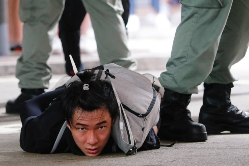 معارض للقانون الجديد أثناء اعتقاله. (رويترز - أرشيفي)