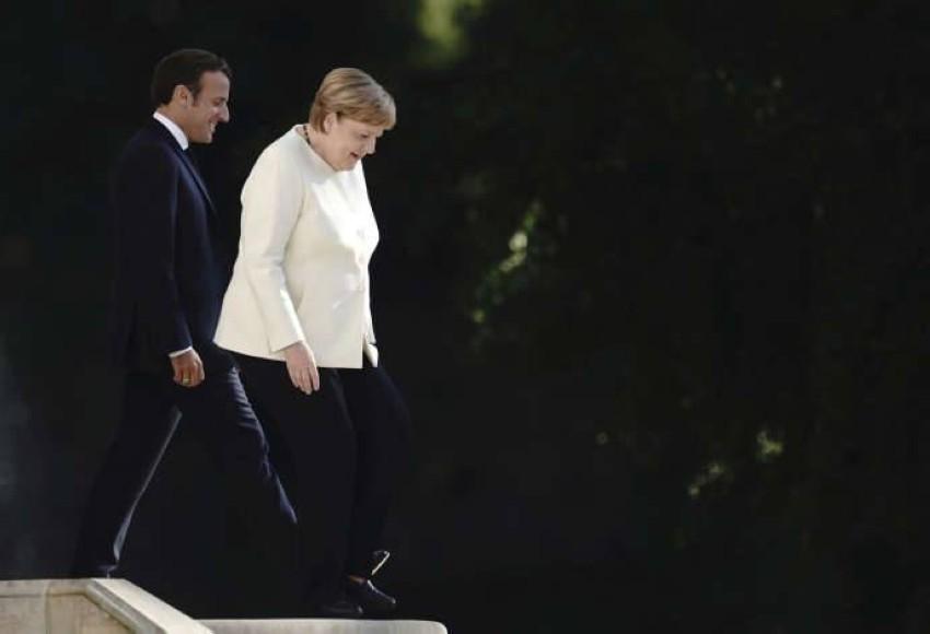المستشارة الألمانية أنجيلا ميركل والرئيس الفرنسي إيمانويل ماكرون. (أرشيف ـ أ ب)