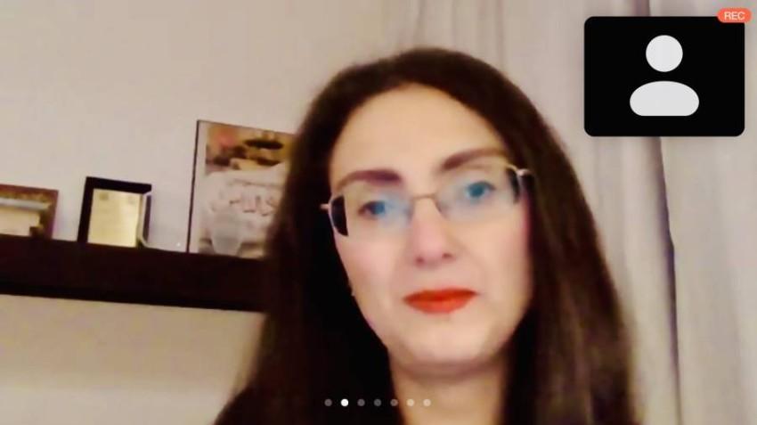 ريم بسيوني تتحدث خلال الجلسة الحوارية
