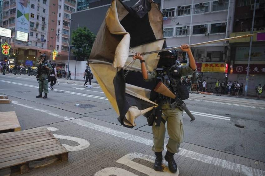 أفراد من الشرطة في هونغ كونغ. (أ ب)