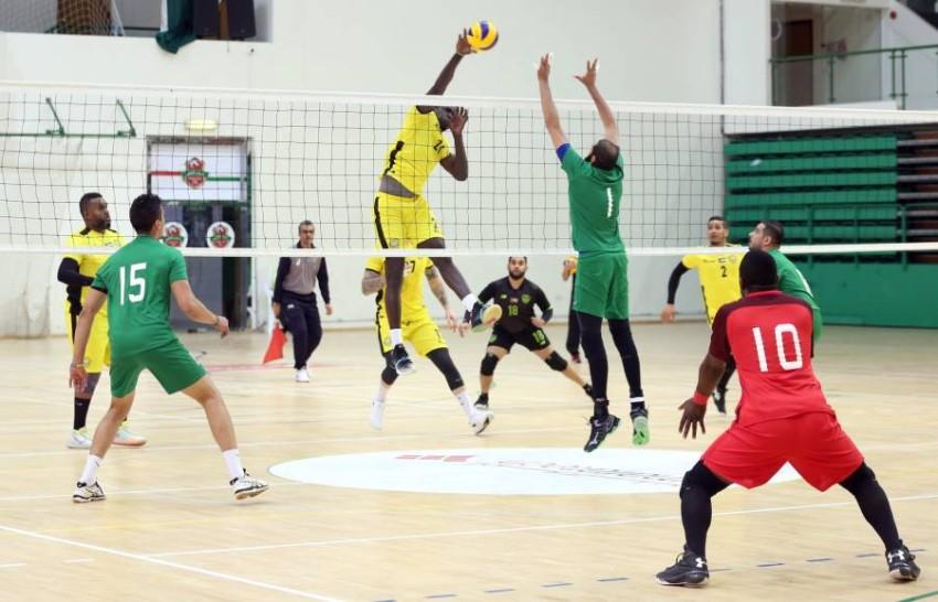 من مباراة في دوري كرة الطائرة بين الوصل شباب الأهلي دبي. (الرؤية)
