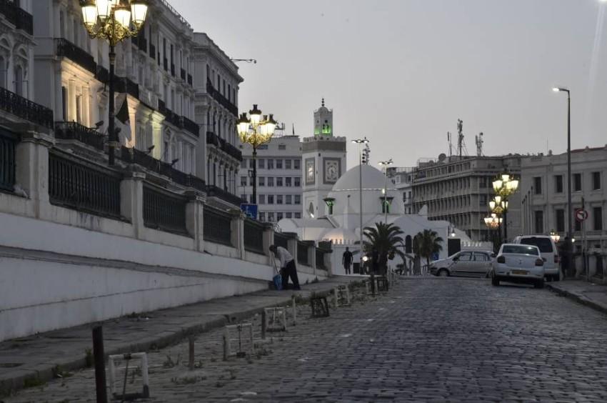 إصابات كورونا بالجزائر تتجاوز 14 ألفاً. (أ ف ب)