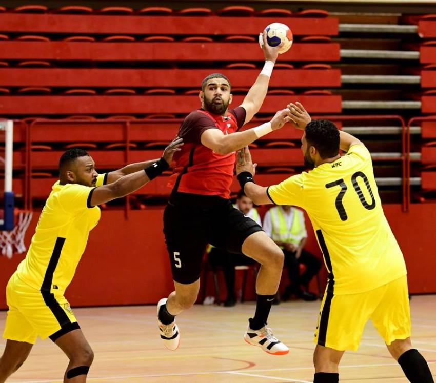 من مباراة بين شباب الأهلي والوصل في الدوري العام لكرة اليد. (الرؤية)