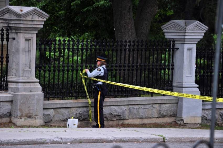 أكدت الشرطة أنه لا ترودو ولا الحاكمة العامة، كانا في المبنى عند وقوع الحادث. (أ ف ب)