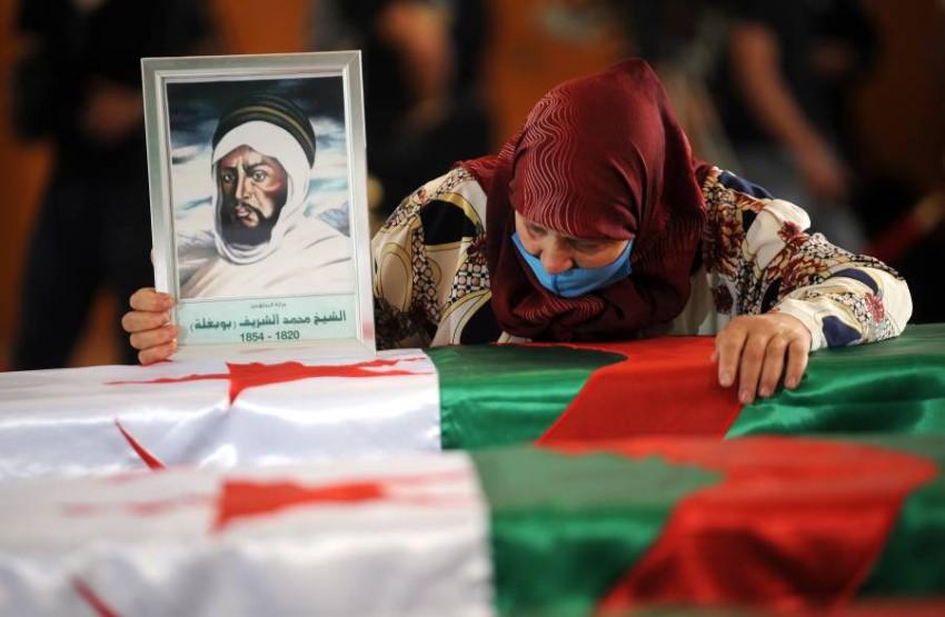 إعادة الرفات ألهبت مشاعر الجزائريين في عيد استقلالهم. (إي بي أيه)