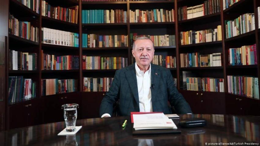 الرئيس أردوغان خلال اللقاء عبر الإنترنت مع الطلاب. (المصدر)