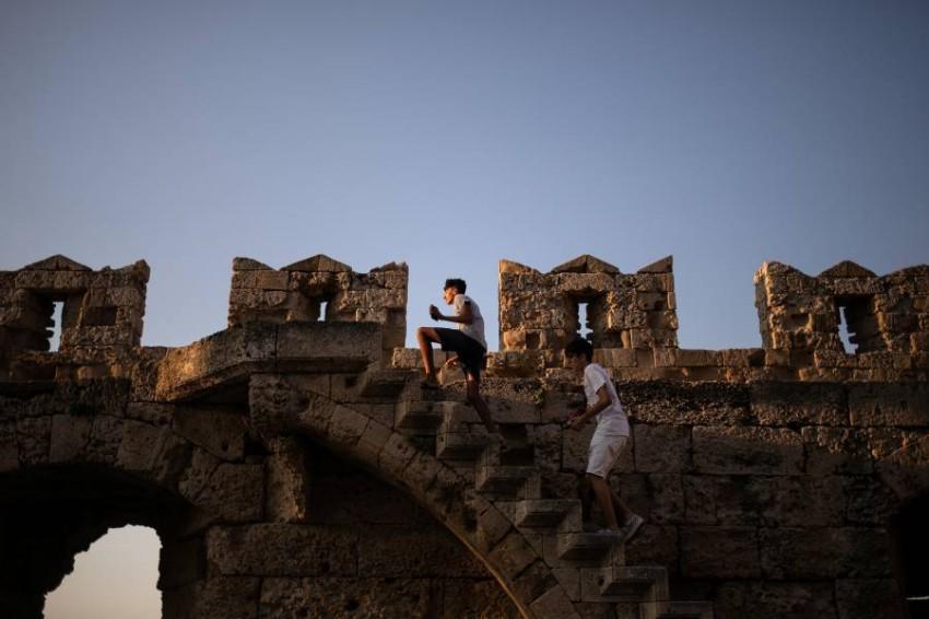 بعد ارتفاع حالات كورونا.. اليونان تغلق حدودها مع صربيا. (رويترز)