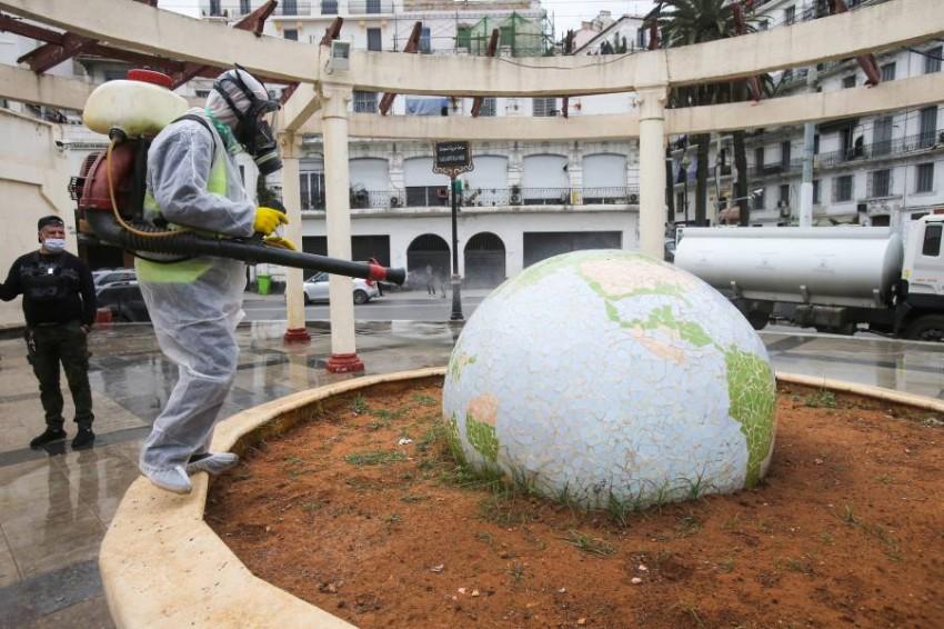 الجزائر تسجل وفيات وإصابات جديدة بكورونا. (رويترز)