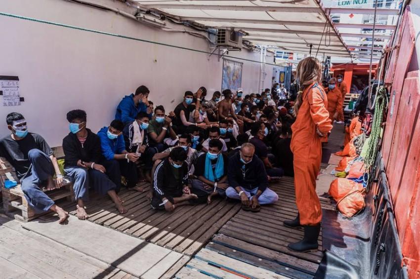 السفينة أوشن فايكينغ تتلقى إذناً بإنزال 180 مهاجراً في صقلية. (أ ب)