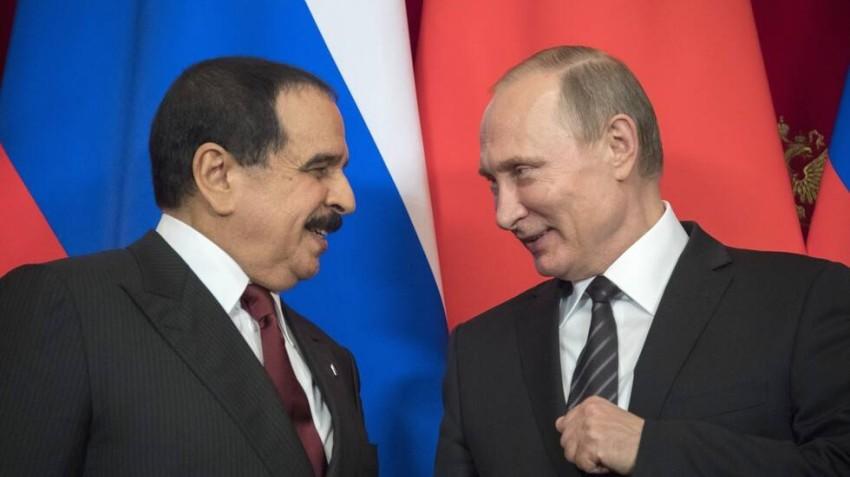 فلاديمير بوتين والعاهل البحريني الملك حمد بن عيسى. (أرشيفية)