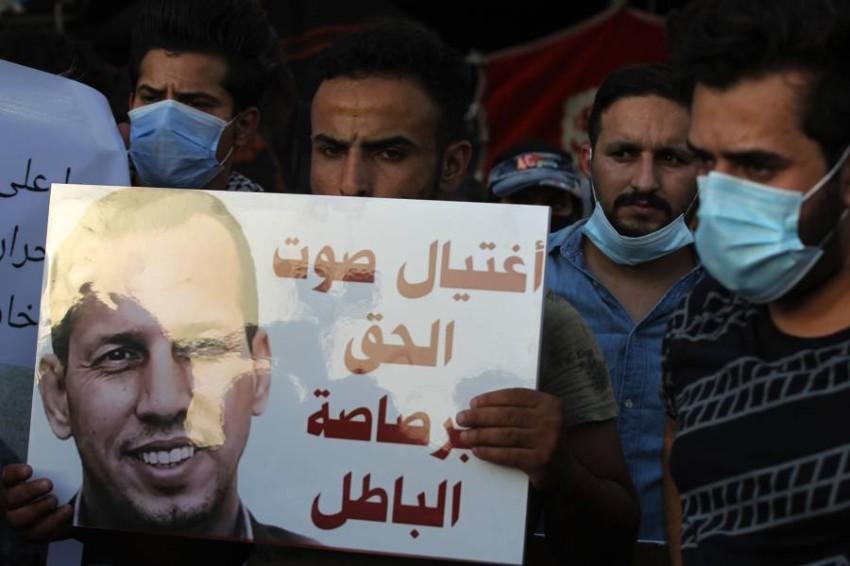 عراقيون ينددون باغتيال الهاشمي. (أ ف ب)