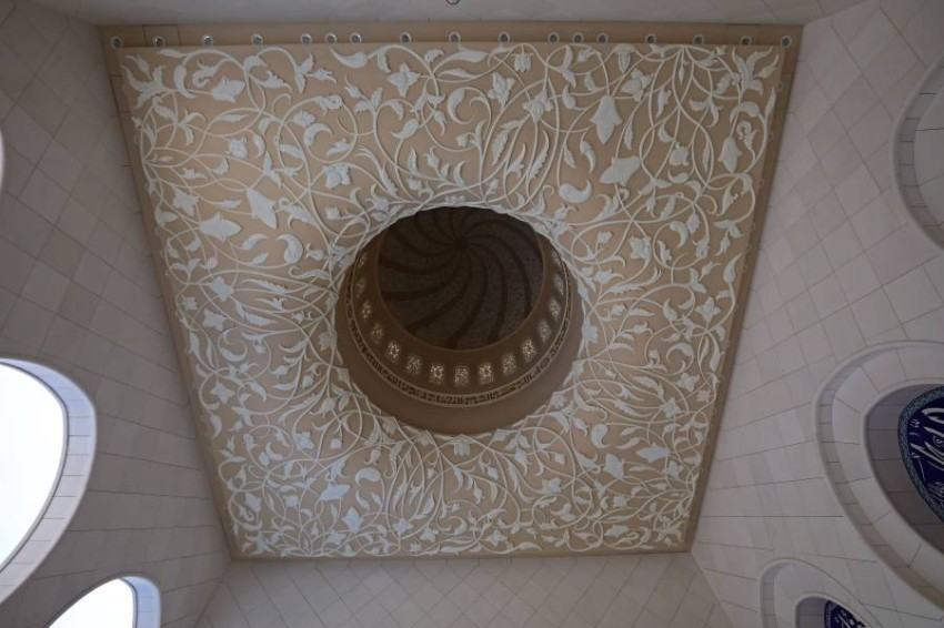 جامع الشيخ زايد الكبير في ابوظبي ينظم جولات زيارة افتراضية