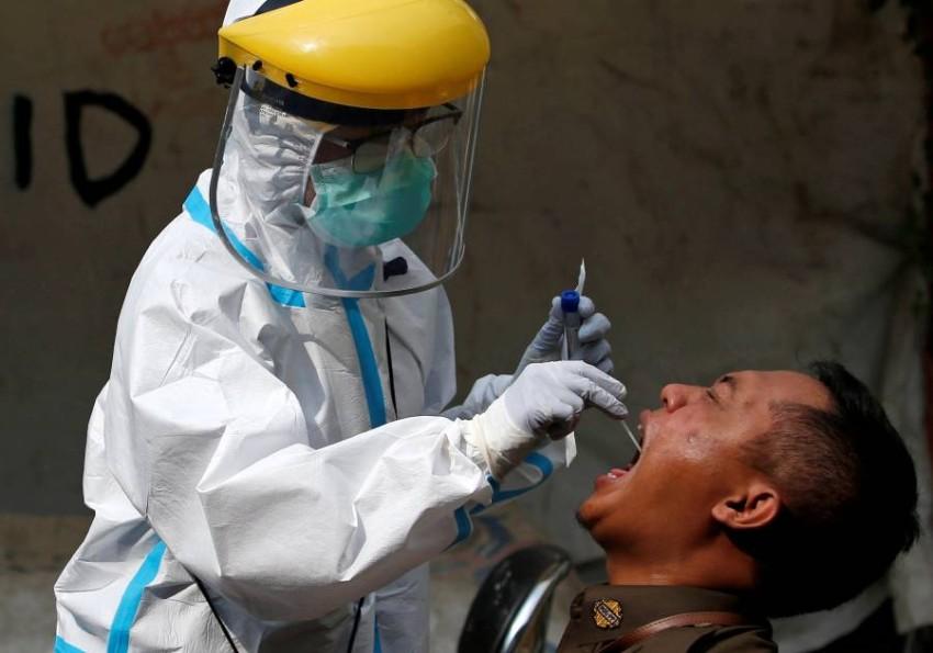 إندونيسيا تسجل زيادة قياسية في إصابات كورونا اليومية. (رويترز)