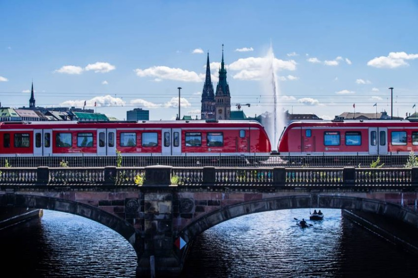 الشرطة الألمانية توقف 12 قطاراً بسبب كورونا. (رويترز)
