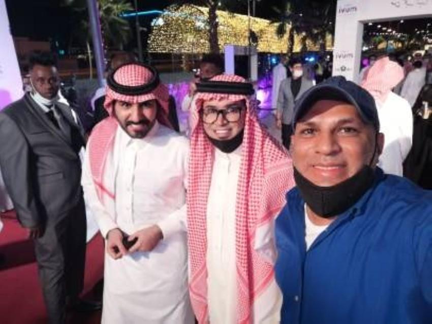 الزميل وليد عنتر مع خالد الراجح والفنان بدر اللحيد أثناء العرض الخاص للفيلم.