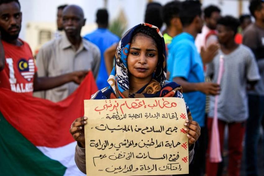 متظاهرو نيرتتي بالسودان مستمرون في اعتصامهم لحين تلبية مطالبهم. (أ ف ب)