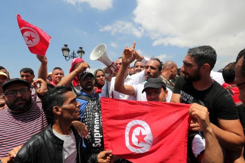 رئيس تونس يحذر من خطورة استدراج الجيش بسبب احتجاجات الجنوب. (إي بي أيه)