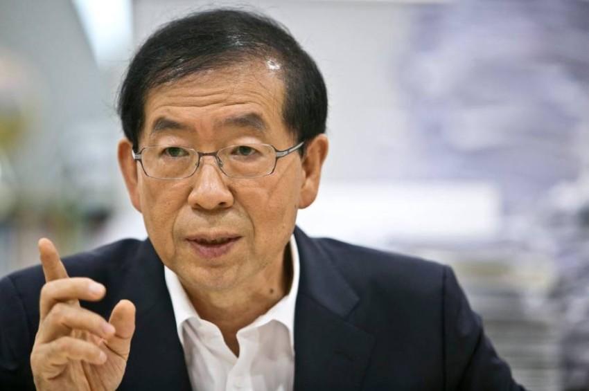 كان العمدة ناشطاً مدنياً ومحامياً معروفاً في كوريا الجنوبية. أرشيف