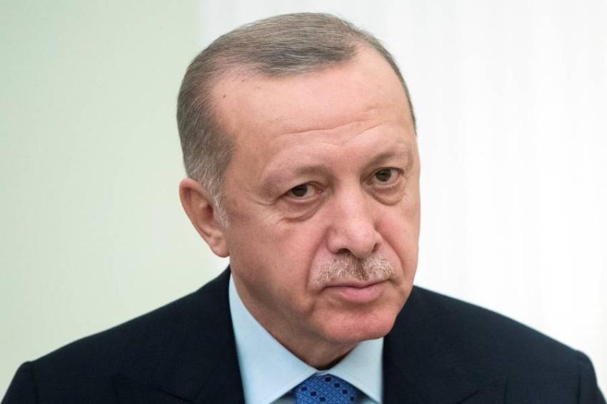 تدخلت السفارة التركية في النزاع وحشدت عشرات المتظاهرين للتظاهر أمام محطة الجديد - رويترز