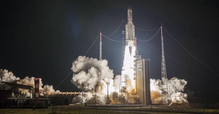 سيحمل الصاروخ الأوروبي ثلاثة أقمار اصطناعية لشركتي التشغيل «إنتلسات» و«بي-سات».