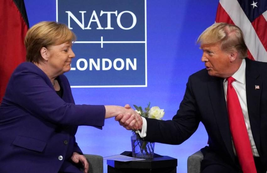دونالد ترامب وأنجيلا ميركل في بريطانيا. (رويترز)