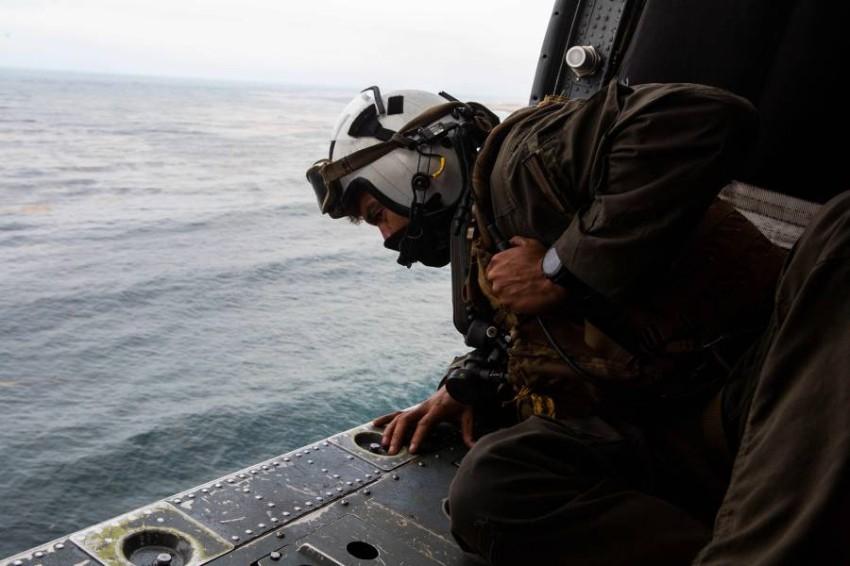 الجيش الأمريكي يوقف البحث عن 8 عناصر فقدوا في البحر. (أ ف ب)